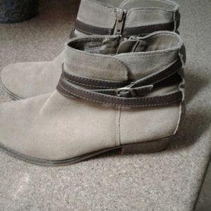 White mountain ankle booties size 8m beige ,brown